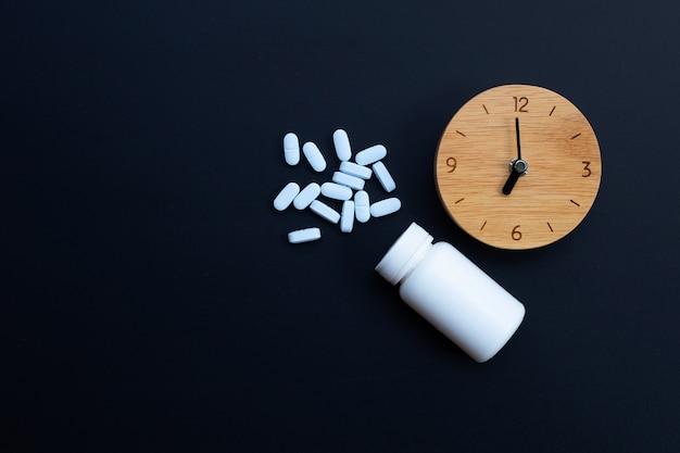「prep」(暴露前予防)を備えた時計。 hivを予防するために使用されます。コピースペース