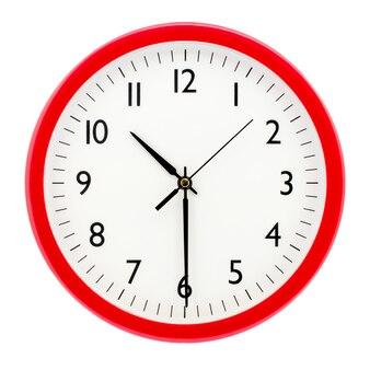 白い孤立した背景に赤い丸いフレームの時計