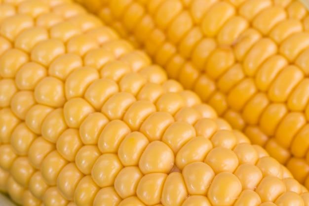 Кукуруза с желтыми зернами