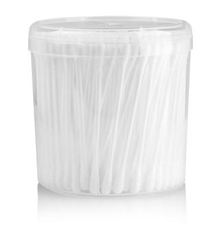 白で隔離された綿棒の密なパッキング