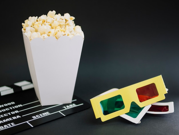 Close-up 3d glasses with popcorn box on the table