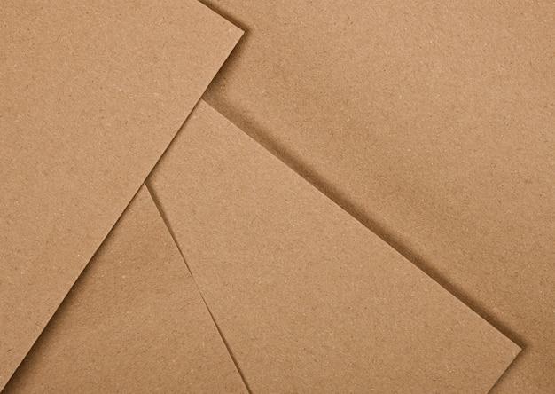 디자인 공예에 대한 여러 자연 갈색 종이 시트의 추상적 인 배경을 닫습니다