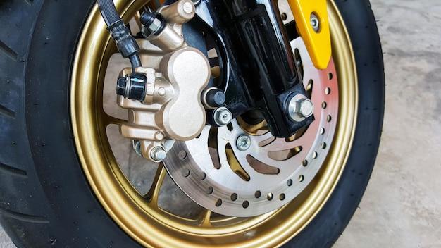 二輪車のディスクブレーキでクローズアップ
