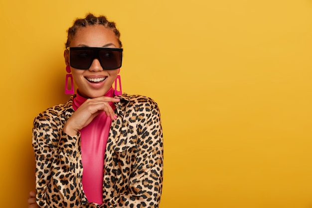 Close up on attractive carefree young woman wearing sunglasses