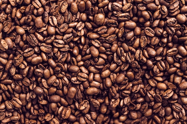 茶色の焙煎コーヒー豆の背景をクローズアップ