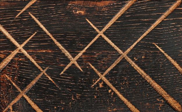 Крупным планом фоновой текстуры старинного выветривания коричневого дерева с сучками и пятнами