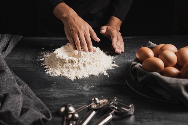 クローズアップパン屋手粉