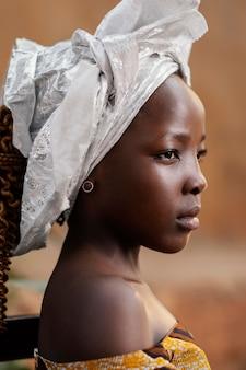 クローズアップの美しいアフリカの女の子の肖像画