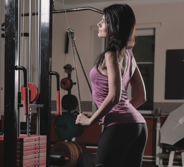 Close up.beautiful sporty woman doing exercises with dumbbells.