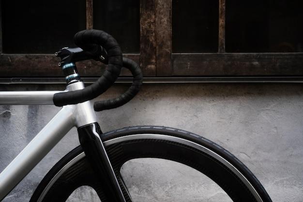 야외에서 자전거를 닫습니다