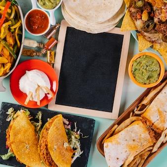 クローズアップの黒板と国民のメキシコ料理
