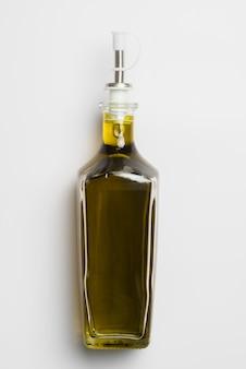 Close-up bottiglia di olio d'oliva biologico