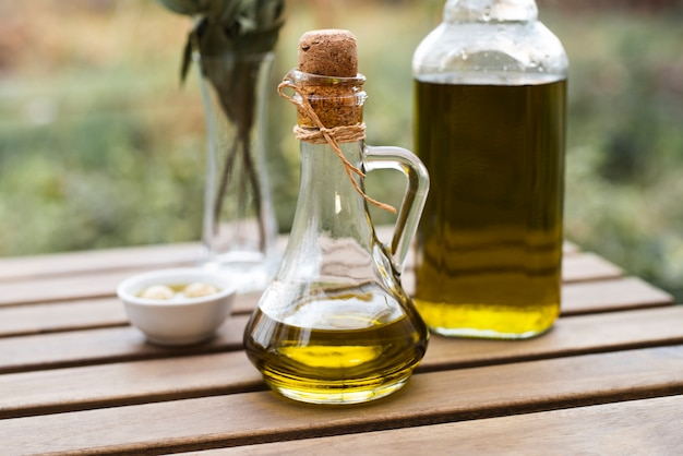 Макро бутылки натурального оливкового масла