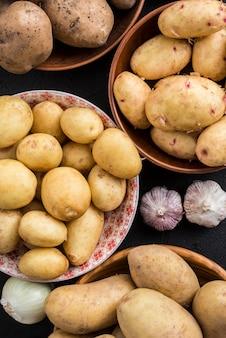 Крупным планом миски с картофелем