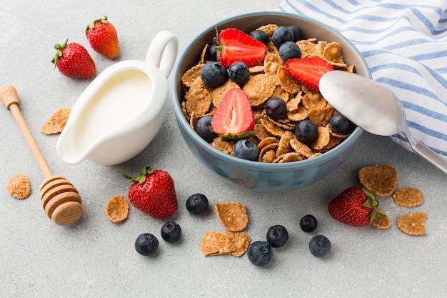 穀物とクローズアップの朝食