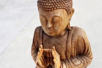 Деревянная фигура Будды