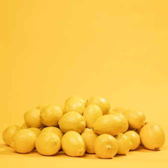 Close-up bunch of raw lemons