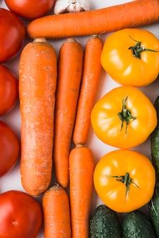 Mazzo di close-up di verdure mature
