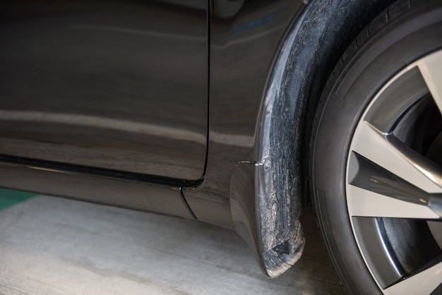 Close-up di auto ruota e parafango