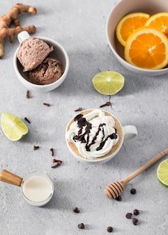 Шоколадный молочный коктейль крупным планом