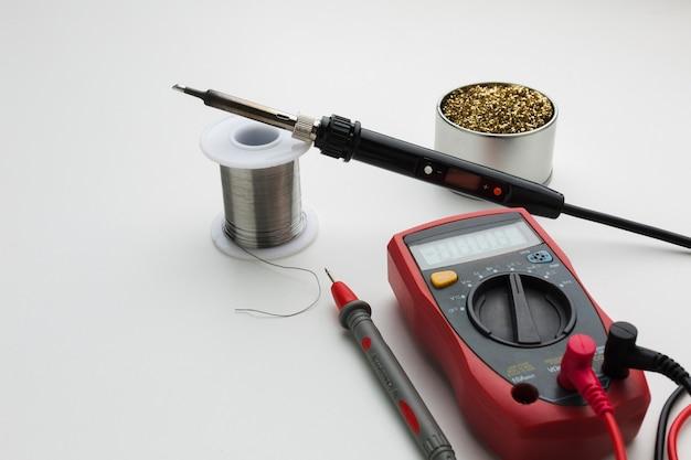 Close-up circuit reparing tool