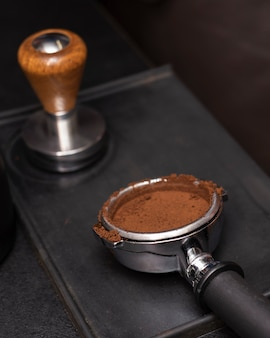 Close-up coffee filter with tamper
