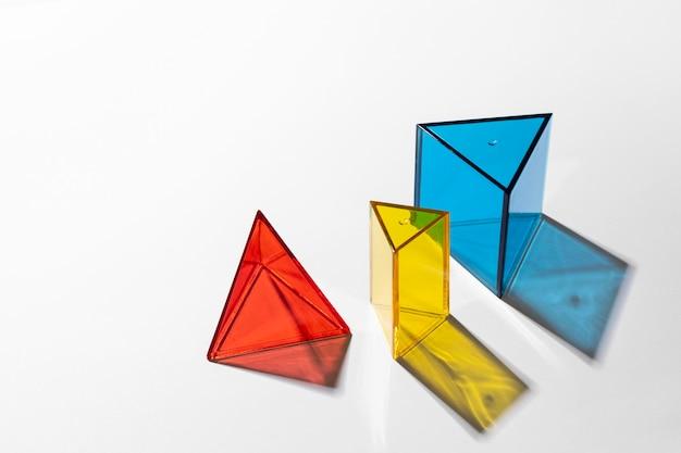 Close-up di colorate forme traslucide