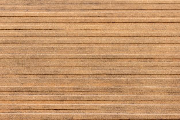 주황색 돌 계단의 야외 대리석 계단 질감의 근접 코너.