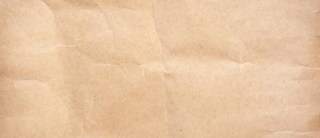 しわくちゃの茶色の紙のテクスチャと背景をクローズアップ