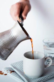 Макро чашка кофе с кетлем