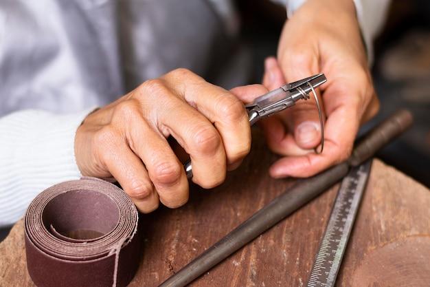 Close-up cutting wire