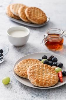 Primo piano della composizione del pasto della prima colazione deliziosa