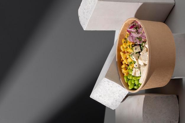 Primo piano su un delizioso pasto vegano ad alto contenuto proteico