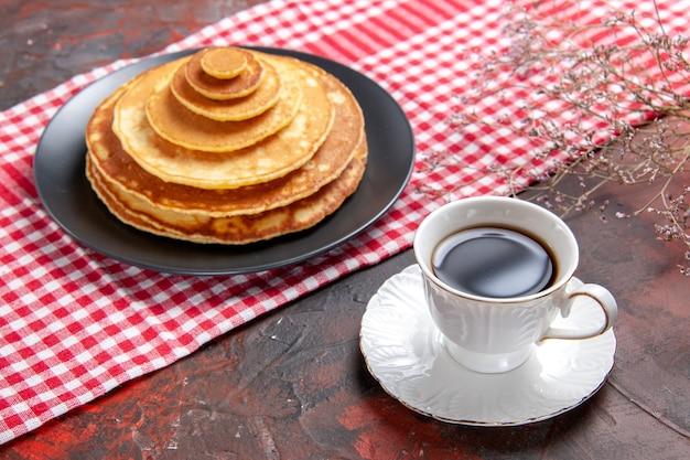 Primo piano su una pila di deliziosi pancake
