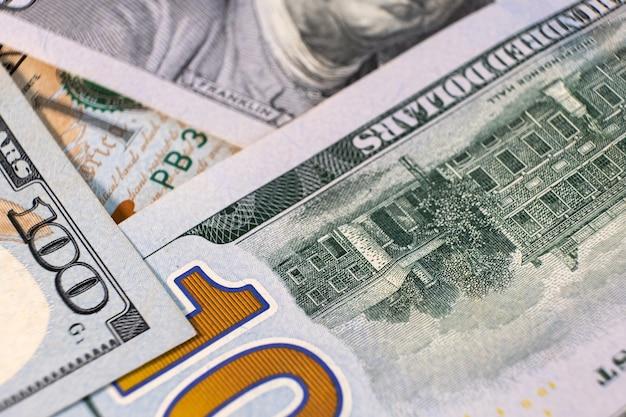 100달러 지폐의 세부 사항을 닫습니다.