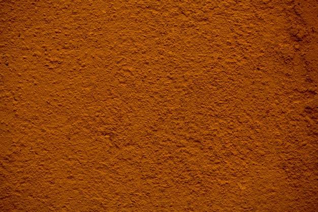 Крупным планом деталь текстуры окрашенной коричневой стены с грубой отделкой до штукатурки
