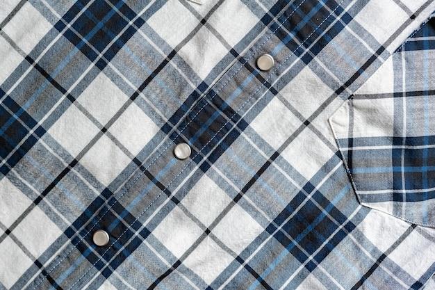 체크 무늬 남성 셔츠의 디테일 패턴을 닫습니다