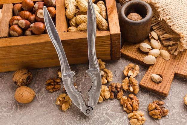 異なる種類のナッツのクローズアップ