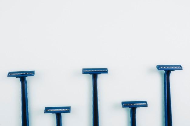 Close-up disposable razors