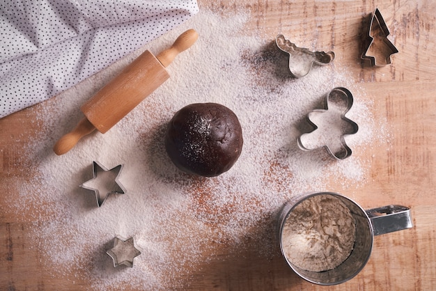Primo piano di pasta per biscotti di natale
