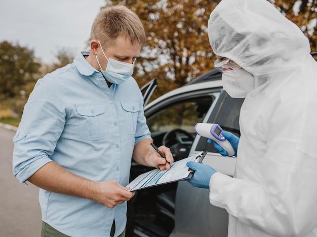 Крупный план в тесте на коронавирус
