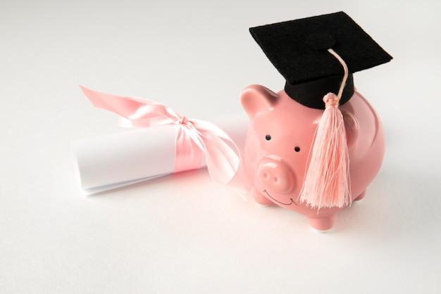 Primo piano sugli oggetti dell'istruzione e dell'economia