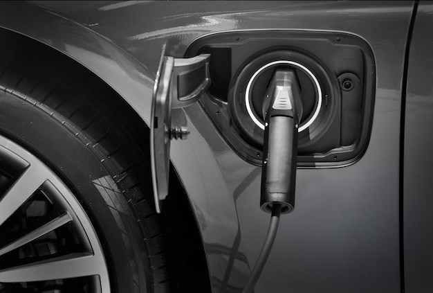 전기 자동차 충전소와 주차장에 전기 자동차 충전을 닫습니다