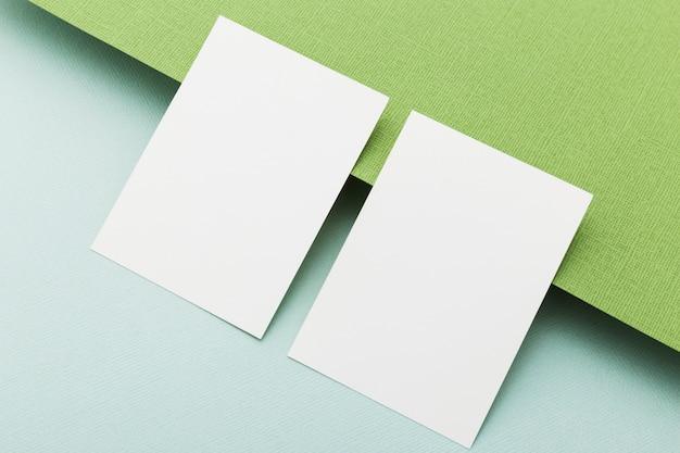 クローズアップの空のビジネスカードの概念