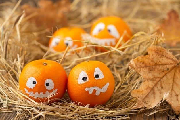 Zucche diaboliche del primo piano per halloween