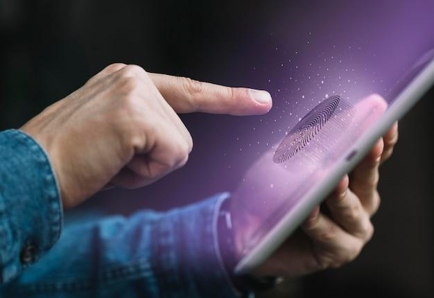 Крупным планом сканирование отпечатков пальцев Premium Фотографии