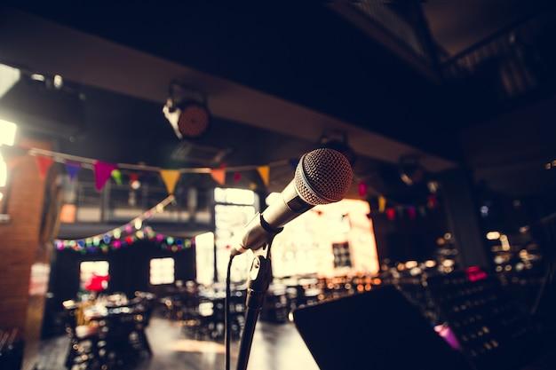 활동 콘서트 및 이벤트를위한 마이크의 근접 초점