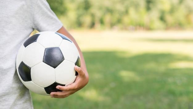 Футбольный мяч крупным планом