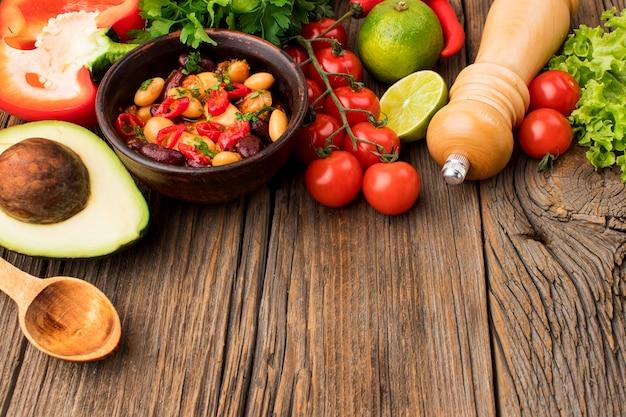 Макро свежая мексиканская еда на столе