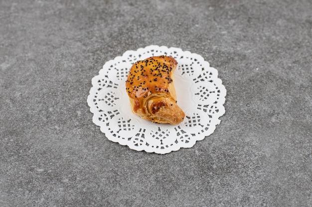 Primo piano di un gustoso biscotto fatto in casa fresco